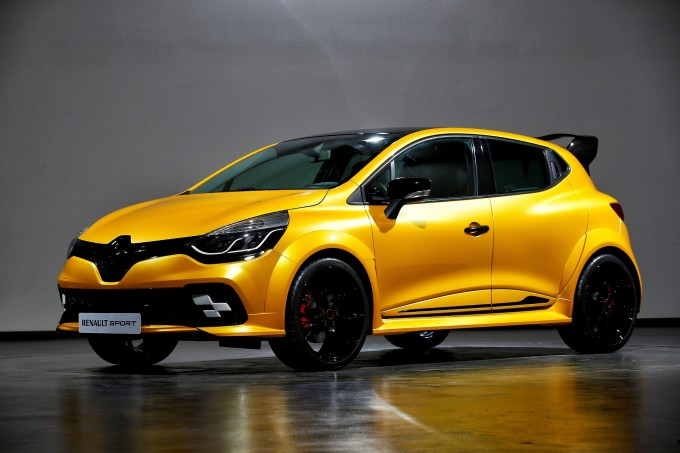 cho-thue-xe-tap-lai-Renault_Clio_RS